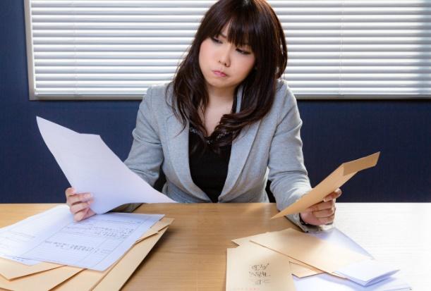 社内の雇用システムに不満の女性